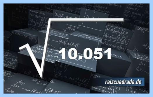 Forma de representar matemáticamente la operación matemática raíz cuadrada de 10051