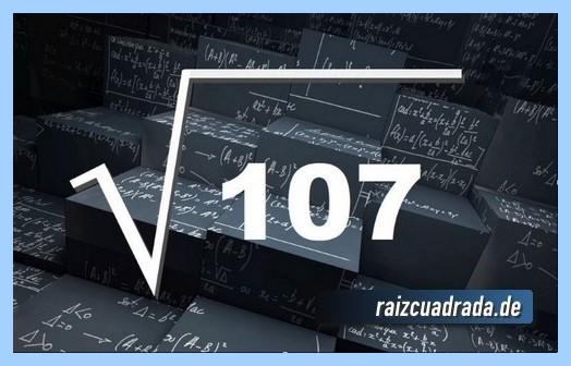 Como se representa conmúnmente la raíz cuadrada del número 107