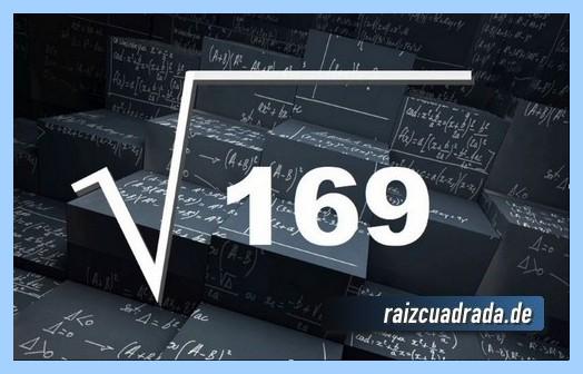 Como se representa comúnmente la operación matemática raíz cuadrada de 169